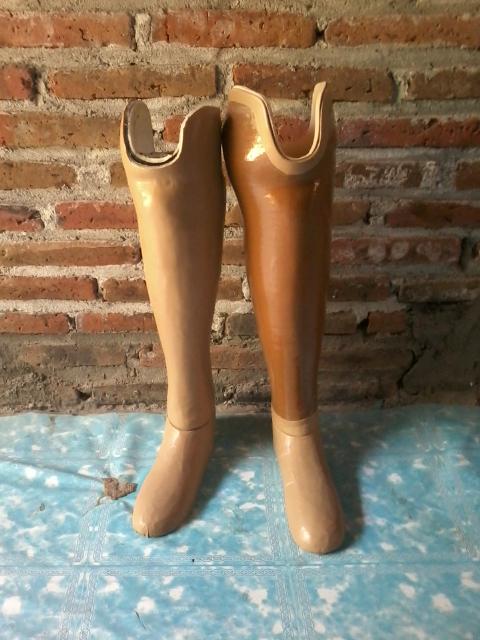 kaki palsu bawah lutut eksoskeletal