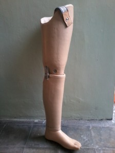 kaki palsu komponen lokal