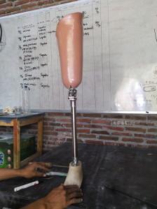 proses pembuatan kaki palsu