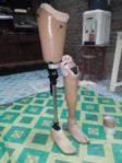 kaki palsu atas lutut modern