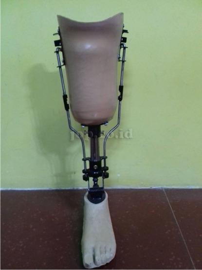 kaki palsu dengan komponen untuk sholat