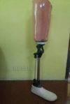 penjual kaki palsu dengan konektor sendi